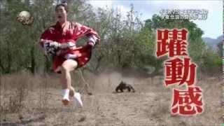 Komodo Dragon chasing Japanese Woman