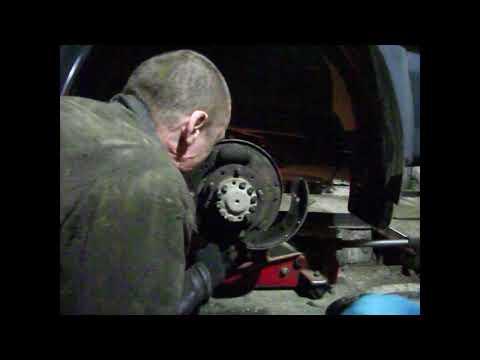 Как поменять оборванную шпильку заднего колеса Патриот