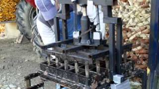 getlinkyoutube.com-25 briquette press