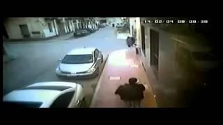 getlinkyoutube.com-عملية سطو مسلح علي تاجر ذهب في شوارع  مدينة طرابلس 4.2.2014