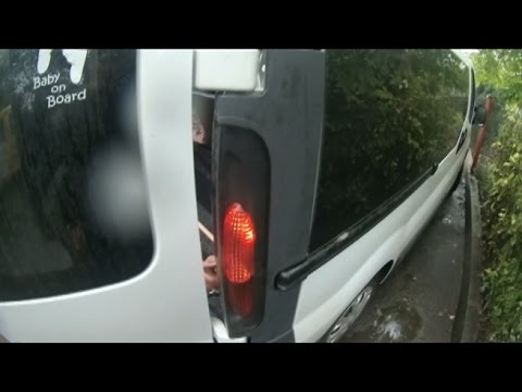 Opel Vivaro: Ремонт задньої фари + заміна лампочки