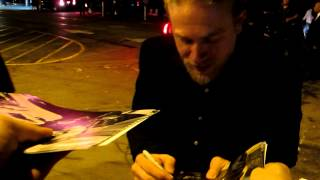 "getlinkyoutube.com-Charlie Hunnam of ""Sons of Anarchy"" greets fans at Gladstones in Malibu"