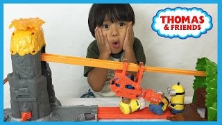 getlinkyoutube.com-Thomas and Friends NEW TAKE N PLAY Daring Dragon Drop unboxing playtime with Minions Ryan ToysReview