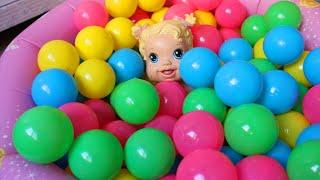 getlinkyoutube.com-Baby alive na piscina de bolinhas das princesas!