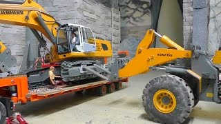 getlinkyoutube.com-RC EXCAVATOR LIEBHERR 956 REPAIR THE HYDRAULIC STRETCHER WITH the cool worker