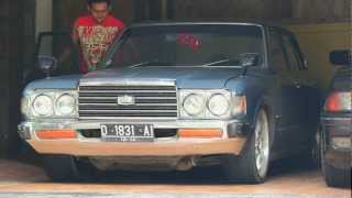 Toyota Crown 1978 with rocks exhaust sound