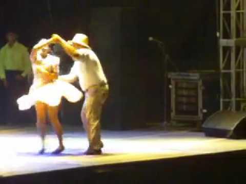 Baile Recio!!! de Joropo (musica llanera venezolana) por parejas apureñas en Apure