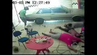 getlinkyoutube.com-Assaltante morto na Gil Martins teria roubado cerca de R$ 11.500 de loja