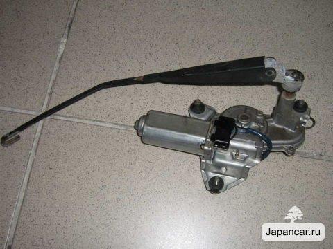 Установка заднего стеклоочистителя на Mazda Demio 2000-2002 год