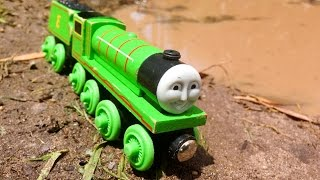 getlinkyoutube.com-Henry Vs The Mud Pit - Thomas & Friends Wooden Railway