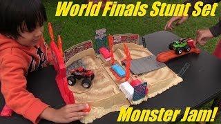 getlinkyoutube.com-Unboxing Monster Jam World Finals Stunt Pack Arena Set PART 2 of 2