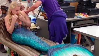 getlinkyoutube.com-Pirate buys a real live mermaid