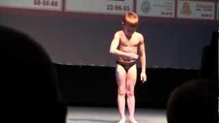 getlinkyoutube.com-Little Bodybuilder poses in Tyunen (Russia)