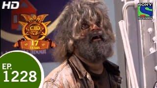 CID - सी ई डी - Lootera Monkey Man - Episode 1228 - 15th May 2015