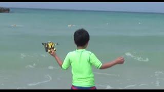 getlinkyoutube.com-수영장과 바다에서 레고 시티 잠수함 장난감 블럭을 물속에 넣고 신나게 노는 아이의 모습