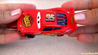 getlinkyoutube.com-10 Cars Three-Way Tie Gift Pack Radiator Springs Classic Disney Pixar ToysRus TRU