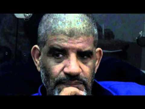 السنوسي تلقى صفعة على مؤخرة رأسه بعد قص شعره