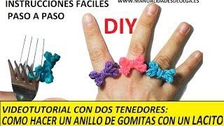 getlinkyoutube.com-COMO HACER UN ANILLO CON UNA LACITO DE GOMITAS CON DOS TENEDORES. MUY FACIL. VIDEO TUTORIAL DIY