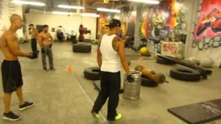 getlinkyoutube.com-Calisthenics experts Frank Medrano, Justin Cruz, and Kenneth Galarzo at Metroflex Gym, Long Beach