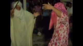 getlinkyoutube.com-رقصة نايلي تموت ضحك مع شباب عين الريش
