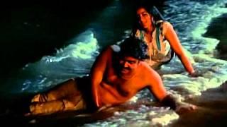 Thoovanathumbikal-the most romantic scene.avi