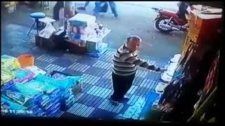 getlinkyoutube.com-رجل تحرش بامراة ، شاهد ردة فعلها