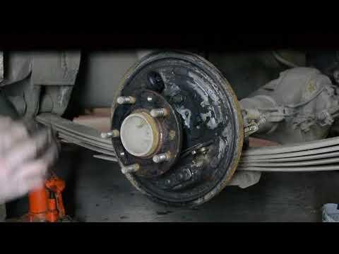 Задний тормоз Nissan Vanette. Часть 4. Устанавливаем колодки