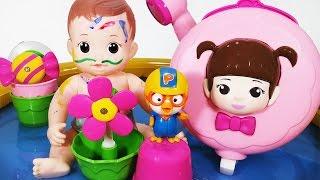getlinkyoutube.com-콩순이 꼬마 샤워기 장난감 물감놀이 콩콩이 아기인형 뽀로로 목욕놀이 baby doll bath playing SHOWER BATH PLAYSET