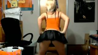 getlinkyoutube.com-Teen Cheer Girl shakes her sexy Booty & Twerks