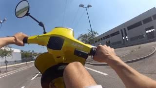 getlinkyoutube.com-Vespa 130cc wheeling