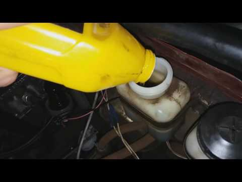 Почему горит индикатор ручного тормоза на панеле приборов