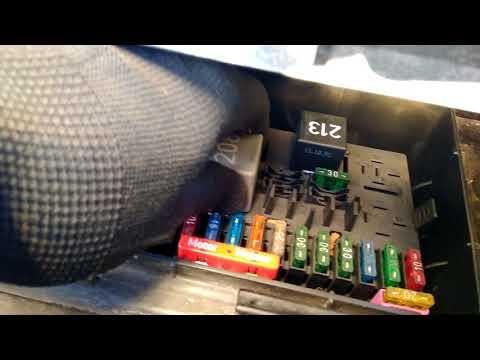 Где находится топливный фильтр у Ауди 80