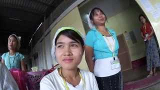 getlinkyoutube.com-ミャンマーの若い女性て、笑顔が素敵な明るく働き者の女性達だった!