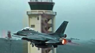 getlinkyoutube.com-超低空!ど迫力!バーナー全開でバイバイ!横田基地友好祭 F-2 帰投