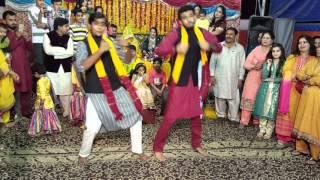 getlinkyoutube.com-Best Mehndi Dance Umair And Rafay 2016