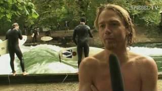 getlinkyoutube.com-Eisbachsurfer: Surfen auf der perfekten Welle - SPIEGEL TV