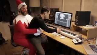 getlinkyoutube.com-MELF (Man-Elf On A Shelf)
