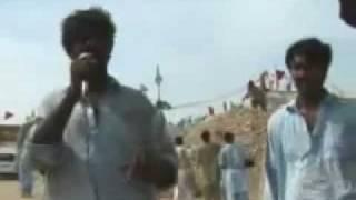 getlinkyoutube.com-Laanati Shia and Brelvis performing Hujj on Lal Shahbaz Qalandar Mazar Part 1