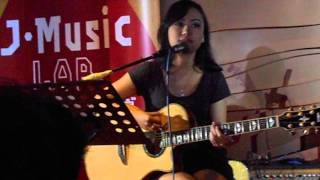 Aiu Ratna & Jesse (The_AIU) - *HILANG ACOUSTIC* @ J-Music Lab [23-11-2013]