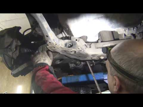 Где в Мазда СХ-5 находится втулка рулевой рейки