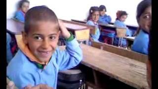 getlinkyoutube.com-طفل زاحف يرقص مع المدرس