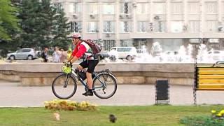 getlinkyoutube.com-Через Благовещенск проехал путешественник, покоряющий Землю на велосипеде