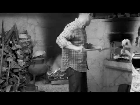 Pão de milho em forno de lenha em Aboim da Nóbrega