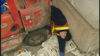 getlinkyoutube.com-Young Forklift Operator Breaks His Back