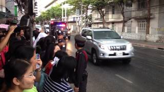 Obama motorcade Bangkok. Visiting the Thai King in Hospital.