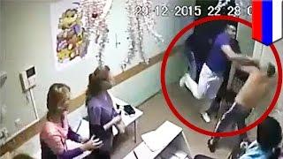 getlinkyoutube.com-医者が患者の顔面を殴り、死亡させる映像 ロシアの病院で撮影