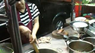 getlinkyoutube.com-バンコク凄腕の屋台 緑麺野郎 ::: バーミーキヤオ(Bangkok THAILAND)