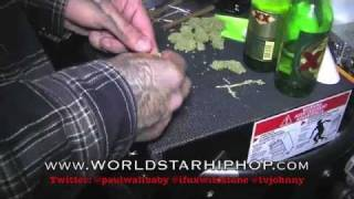 Paul Wall fume un cigar de marijuana