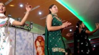 getlinkyoutube.com-Dancing Girls At Punjabi Wedding, January 2009
