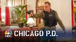 getlinkyoutube.com-Chicago PD - The Royal Hotel Shootout (Episode Highlight)